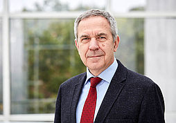 Dr Sławomir Heller (https://www.heller-ig.de/unternehmen/team/)