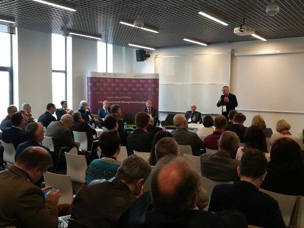 Dr Sławomir Heller podczas wystąpienia na Inauguracji Akademii INFRAMA